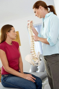Chiropractor-talking-to-Patient